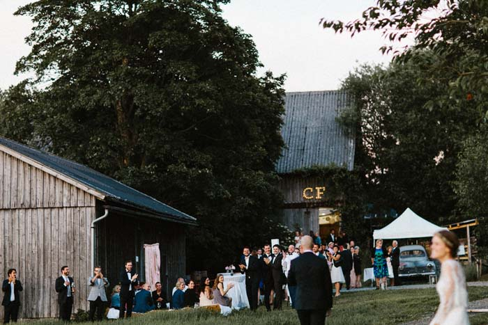 A Perfect Barn Wedding - Photography by Kevin Klein